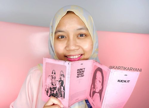 Got my girls on my hand. Gonna upload new video, Unboxing Blackpink🖤💗 Kill This Mini Album Pink Version🙆‍♀️🤩..Check @skyd.id for your Kpop supplies😆😉.#ClozetteID #blink #blackpink #killthislove #unboxingalbum #blackpinkalbum #kpopalbum  #albumblackpink #kartikakpopjourney