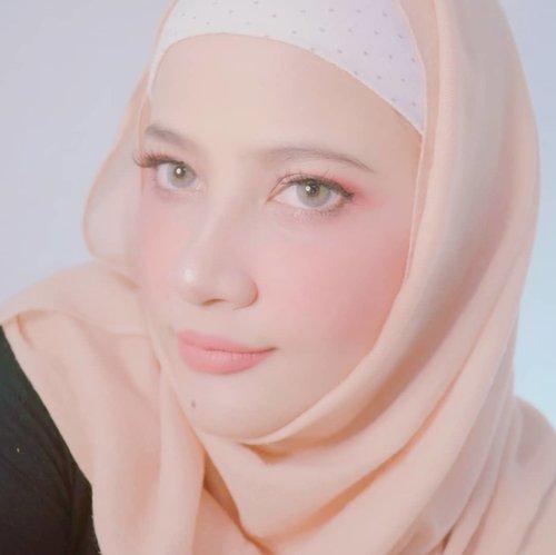 Cuman mo ngingetin jangan lupa makan siang ya 😁...#makeup #makeuptutorial #makeuphack #beauty #beautytips #beautyhack #clozetteid #hijab #hijabi #hijabstyle #style #love #weekend #fashion #sigmabeauty #hijablook #selfie #selfcare