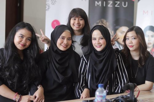 After shooting video content for @biznethome and event #MIZZULAB  from @mizzucosmetics 🎉💎 that's a wrapped!! 🎉 Thank you gulsss for all beautiful journey that we spend together for a years 😂 Alhamdulillah.. whether it's happy or sad experiences, I feelin' so happy spending time with ya gulsss ❤️❤️❤️ @balibeautyblogger @balibeautyvlogger  #balibeautyblogger #clozetteid #clozettestar #balibeautyvloger