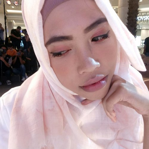 Faithfull Look yang mencerminkan kelembutan wanita muslimah indonesia with @wardahbeauty And @clozetteid  #clozetteidxwardahfashiondelight #clozetteidxwardahramadhandelight  #clozetteid