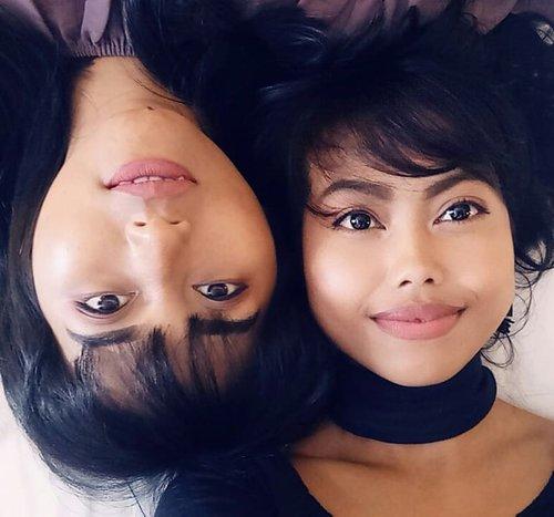 Twins?? 👩👩 Menurut kalian kita mirip ga di sini.. 😆 * * * #twins #woman #bestfriends #beauty #prettygirls #wefie #selfie #lfl #chubby #ClozetteId