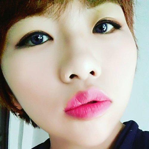 Selfie dulu ah.. Biar semangat!! 😁😁😂😘 #moodboster #motd #beautybloggerindonesia #beautyblogger #alleriamakeupartist #clozetteid #starclozetter #wakeupandmakeup #dressyourface