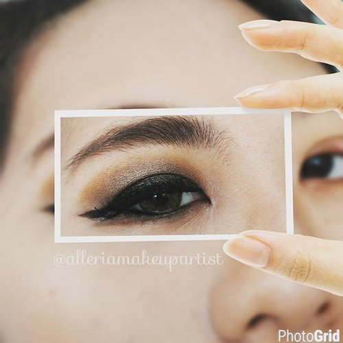 Eye makeup with natural color by mizzu gradical @mizzuindonesia. Suka deh sm eyeshadowny mizzu ini, cek reviewny di blog ya.. Label mizzu ^^ #mizzucosmetics #eyeshadow #naturalcolour #alleriamakeupartist #beautyblogger #eyemakeup #clozetteid #starclozetter