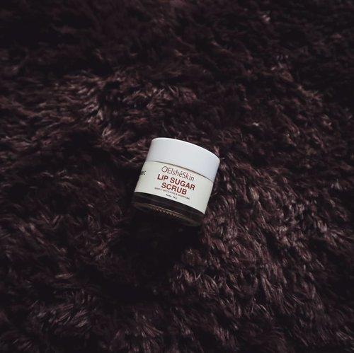 Siapa di sini yang bibirnya suka kering dan pecah-pecah?Nih, rekomendasi dari aku pakai Lip Sugar Scrub dari @elsheskin coba deh.. hasil pemakaiannnya juga udah aku posting lengkap di blog aku ya! www.rhialita.com🍁#Elsheskin#Elshesquad #ClozetteID