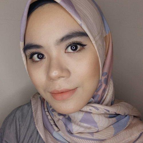 Akhirnyaaa main ig lagi huhuu💐Kali ini bikin look natural, lippie nya aku pake @makeoverid Cliquematte Lip Stylo shade Crush.Aku kira bakalan pucet di wajah aku ternyata nggak! Suka banget sama warna nya. #makeuplook #makeuplooks #naturalmakeup #makeupinspiration #makeupvlogger #makeupideas #beautygram #beautybloggers #beautyblogger #beautyvlog #beautyvlogger #instabeauty #hijab #hijabstyle #makeoverid #clozette #clozetteid #koreanlook #naturalbeauty