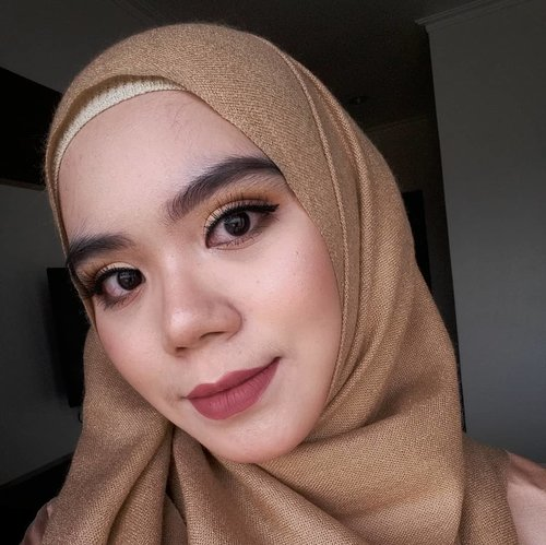 💐 @thebrowgal the Convertible Brow Palette💐 @lorealindonesia True Match Liquid Foundation💐 @colourpopcosmetics Yes, Please! Pressed Powder Eyeshadow Palette💐 @jordana_cosmetics Sculpt N Go Creamy Contour Stick💐 @artisanpro Classiques CL1622💐 @missha.id the Style Under Eye Brightener💐 @wardahbeauty EyeXpert Optimum Hi-black Liner, Blush On A, Everyday Luminous Face Powder💐 @posybeauty.id Matte Lip Cream shade Wrath💐 @makeoverid Riche Glow Face Highlighter#beauty #beautybloggerindonesia #beautybloggers #beautyenthusiast #selfie #selca #hijab #hijabstyle #hijabers #makeup #makeuplook #makeuplooks #beautyproducts #indobeautygram #beautygram #clozetteid