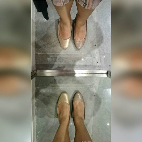 Reflection went wrong. Mirror-mirror on wall, what happened to you? Are you suggesting what I'm hoping? #Shoes #fashiongirlproblems #ClozetteID #Clozette #Taupe or #Gold or #both #shoppingspree #dilemma #Rockport #LotteShoppingAvenue #Neutral #Shoefie