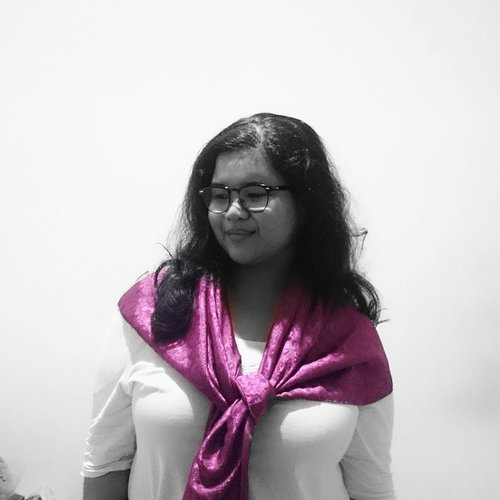 After all those years, there's one rule I consistently live by, the third piece rule. Whether it's a simple #scarf, structured blazer, lightweight outer, or duster coat, so many scenario stored in my wardrobe for the third piece. It's kinda my personal uniform.  #DinsFashionSession #Fashion #PersonalStyle #Uniform #Scarves #Clozette #ClozetteID #OOTD #celebratemysize #twistedbasicblog #effyourbeautystandards #honoryourcurves #Accessories #Magenta
