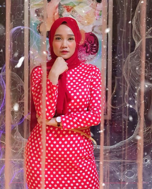 Darling, look how much you've grown. Just keep your heels, head and standards high. Happy weekend instafriends! 🥳..#clozetteid #chicwish #hijabfashion