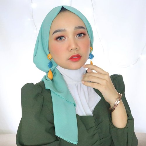 """Today is the opportunity to build the """"tomorrow"""" you want! Monday, slay the goals girls 😘....#clozetteid #hijabstyle #modestfashion"""