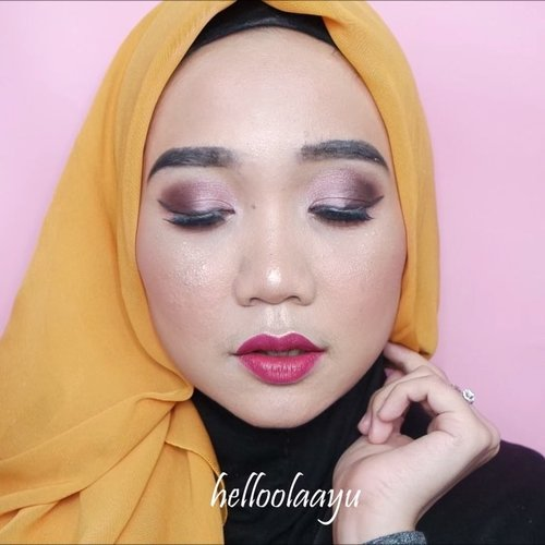 To brighten up your day, let's draw makeup on your face ✨.Products: @studiotropik Priming Water normal to oily skin@diormakeup Diorskin Forever Foundation@maybelline Fit Me! Concealer, VFace Blush On, Master Chrome Highlighter@physiciansformula Butter Bronzer@wardahbeauty Luminous Powder@sephoraidn Seeing Star Eyeshadow Palette@corabeauty.id Lip Cream.@beautybloggerindonesia @beautynesia.id @clozetteid #beautybloggers #clozetteid #beautynesia #makeuptutorial