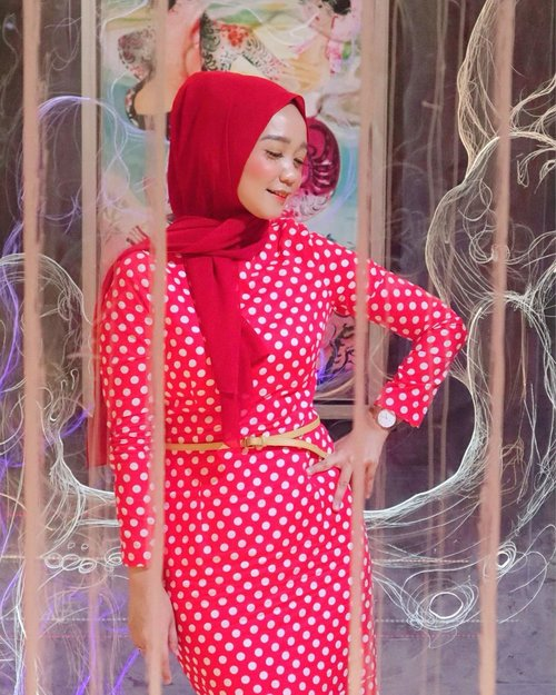 Always feelin' extra chic in a long red dress 💋 adding some red lipstick from @pac_mt to complete the look! Nyaaawww!...#clozetteid #chicwish #hijabers