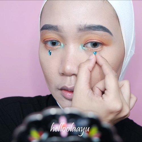 Products used:- @studiotropik priming water- @giorgioarmani Foundation- @wetnwildbeauty contour stick- @elfcosmetics bronzer and blush- @jcatbeauty you glow girl highlighter- @noryukicosmetics Sporty lipcream- @morphebrushes X Jaclyn Hill eyeshadow palette..#makeupaddict #makeupoftheday #makeuphijab #makeuplife #makeupblogger #peachyqueenblog #makeupjunkie @tampilcantik #tampilcantik @setterspace #setterspace #clozetteid @clozetteid