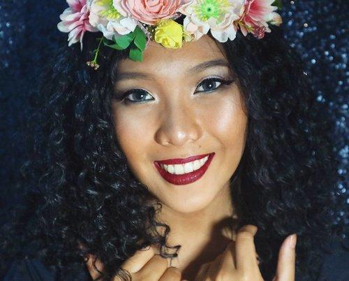 Red lippie makes your teeth look whiter 😗😗😗💖💖. . . . . . . . . . . . . . . #indobeautygram #beautyblogger #beautyvlogger #nyxcosmetics #nyxcosmeticsid #nyx #makeup #makeupjunkie #ibv #ivgbeauty #indovidgram #eyeshadow #lips #looks #makeupinspiration #makeupinspo #benefit #makeuptutorial #indobeauty #tant #undiscoveredmua #makeupsfx #indobeautyinfluencer #beautyinfluencer #clozetteid #beautynesiaid #beautynesia #bvloggerid  #repostfriday #beautynesiamember @bvlogger.id