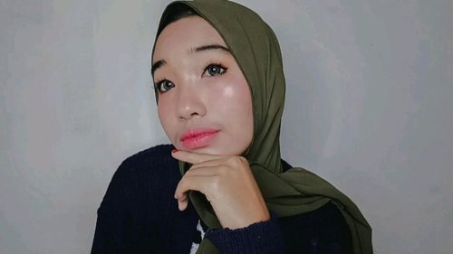 Celamat pagi, jangan lupa hari ini hari Rabu hehe ___ Product : @naturaworld_yogya beauty spray @maybelline Fit me Matte Poreless (202) @mineralbotanica contour stick @ver88official @fanbocosmetics acne loose powder @viva.cosmetics eyebrow pencil @focallure eyeshadow pallete @imploracosmetics eyeshadow pallete & eyeliner @qlcosmetic mascara @wardahbeauty lip & cheek (01) & Lip cream (15) @myred_a lipcream @lookecosmetics @x2softlens __ #tutorialmakeup #tutorialmakeupindo #makeuptutorial #tutorial #beautyenthusiast #beautyvloggerjogja #makeupaddict #makeup  #instadaily #tampilcantik #beautiful #ClozzeteID #Clozetters #tutorial #makeup #beautyenthusiastjogja #beautyvloggeryogyakarta #beautyvloggerjogja #ClozetteID #clozette