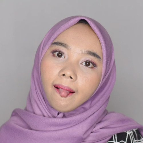 Mini tutorial makeup foto sebelumnya 😊- @elsheskin lip seruk- @silkygirl_id Quick Fix Concealer Natural Medium- #maybellineid Fit Me foundation 128- @elsheskin Loose Powder Natural- @catrice.cosmetics Insta Glam eyeshadow palette- @catrice.cosmetics Mascara Watetproof- @eminacosmetics @eminamakassar press powder blush on Catton candy- @purbasarimakeupid Lipstik Matte 81 Mirah- @studiotropik original priming water- @lamicabeauty .⭐@Indobeautygram @mksvidgram @ragam_kecantikan @tampilcantik #IndoBeautygram #RagamKecantikan #TampilCantik #IBB #TutorialMakeup#MakassarBeautyGram #MksBeautyGram #BeautyBloggerMakassar #BeautyContentCreatorMakassar #BeautyEnthusiastMakassar #BeautyInfluencerMakassar #BeautyVloggerMakassar#BloggerMakassar#VloggerMakassar#ContentCreator#ContentCreatorMakassar#ClozetteId#Clozette