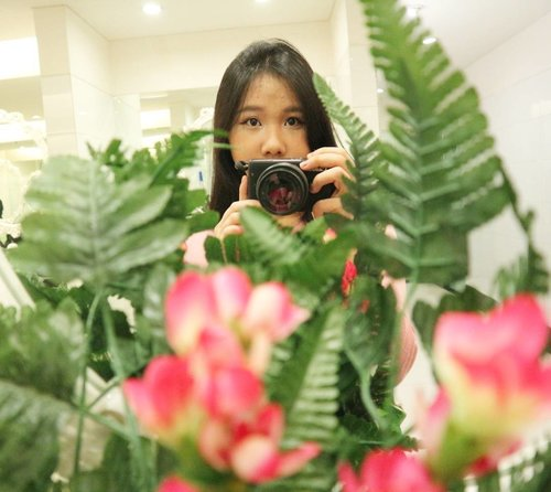 Its not the camera but who's behind the camera .. .. . . . . .  #clozetteid#camera#canoneosm10#qotd#quote#inspired#flowery#like4like#doubletab#stayfocus#photography#photographer#photooftheday