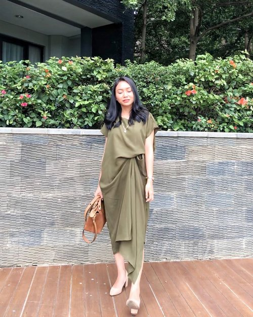 Weekend as an adult = kondangan ✨✨ • •  #TheJackieOfAllTradesBlog #bloggerindo #minimalismindonesia #gramslayers #shotzdelight #moodygrams #ootd #stylediary #pursuemepretty #clozetteid #lifestyleblogger #bloggervibes #liveunscripted #visualcrush #theeverygirl #lookoftheday #stylestalker #asianootd #pursuepretty #ggrepstyle