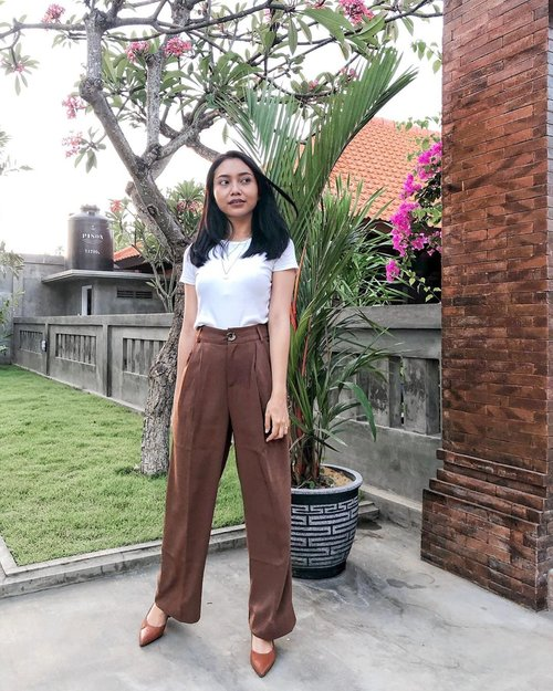 An #OOTD featuring the water tank 🙆🏻‍♀️ - -  #TheJackieOfAllTradesBlog #bloggerindo #minimalismindonesia #gramslayers #shotzdelight #moodygrams #ootd #stylediary #pursuemepretty #clozetteid #lifestyleblogger #bloggervibes #liveunscripted #visualcrush #theeverygirl #lookoftheday #stylestalker #asianootd #pursuepretty #ggrepstyle