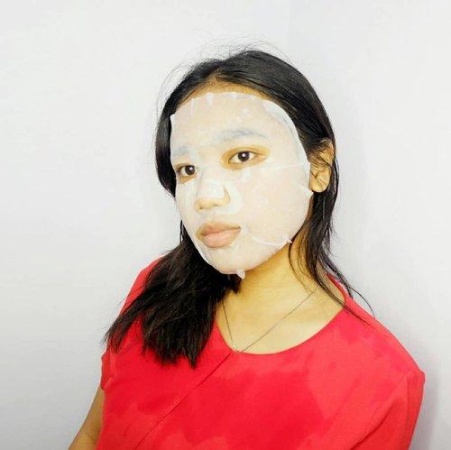 BA! . Tadi malem aku maskeran, tentunya untuk kulit yang lebih baik. Karena belakangan ini aku mager skin care-an apalagi maskeran. Review sheet mask ini? Hmm sabar ya, nanti aku bahas di ig. Tapi ga di blog karena kepanjangan. . Mari dukung anak bunda menjadi lebuh produktif. Untuk feed dan blog yang lebih baik! .  #Clozetteid #skincare #face #sheetmask #pixysheetmask #sheetmasklokal #2019AkuProduktif #MulaiDariSekarangLahJangan2019 #beautynesiamember #sociollabloggernetwork #beautyblogger #beautiesquad