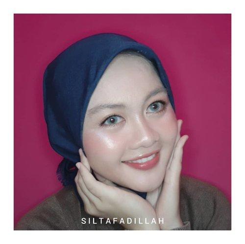 Mencoba membuat gaya Look Makeup Western, tapi tetep aja ujungnya ada korea-korea nya 😅Btw, selamat hari kartini untuk wanita-wanita tangguh di Indonesia ❤ •••#ClozetteID #Beautiesquad #indobeautysquad #indobeautygram #lookmakeup #westernstyle #westernbeauty #lookwastern #koreanlookmakeup #wasternlook #beautybloggerindonesia #plgbeautyblogger #palembangbeautyblogger #smibeautyblogger #sukabumibeautyblogger #sukabumicantik