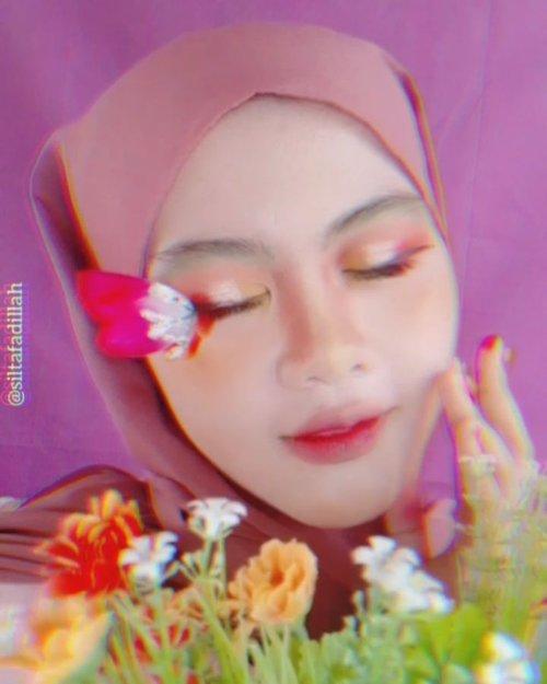 Tutorial Flower Fairy 🧚♀️🌷 Pertama kali nya bikin makeup rakarter kaya gini 😂 masih ga bisa di bilang sempurna tetapi aku suka sama hasilnya 😍 Bangga sama diri sendiri bisa mulai berjalan melewati zona nyaman 😌  #ClozetteID #clozettehijab #TutorialMakeup #TutorialSilta #tutorialmakeupFlowerFairies #flowers #flowerfairy #indobeautygram #indobeautysquad #indonesiabeautyblogger #BeautyInfluencer #beautybloggerindonesia #Beautiesquad #PlgBeautyBlogger #palembangbeautyblogger #bloggerpalembang