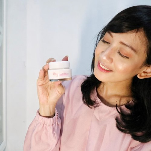 "<div class=""photoCaption"">I know tone up cream has been people favorite for the past few years because of it's instant result for even and brighten your skin tone. I was quite surprise when knowing @cantikcitra is now expanding their  line into skincare which one of that is Sakura Fair UV Powder Cream. Now let's get down to my thought.This powder cream comes in clear glass jar which quite heavy to bring it out here and there. There's no spatula on it, thus you need to ensure your fingers are hygiene once take the cream out.The cream has pinkish color with strong of scent like flowers. At first the scent was bothered me but then i get to used it. The texture is also quite thick, so we need to make sure to put an appropriate amount to our face. Eventhough they claimed it as facial moisturizer, i don't feel this cream work as moisturizer. My skin is still thirst for something moisture if i use it alone. Thus, I use this right after my mositurizer and sunscreen as the replacement of my foundation/ bb cushion / powder. I apply on 5 main spots on face and do the circular massage to blend the cream until it absorbs well. Right after use, i see my skin is looking brighten out, more even and glowy. <a class=""pink-url"" target=""_blank"" href=""http://m.clozette.co.id/search/query?term=cantikcitra&siteseach=Submit"">#cantikcitra</a>  <a class=""pink-url"" target=""_blank"" href=""http://m.clozette.co.id/search/query?term=makeyourowncitra&siteseach=Submit"">#makeyourowncitra</a>  <a class=""pink-url"" target=""_blank"" href=""http://m.clozette.co.id/search/query?term=ClozettexCitra&siteseach=Submit"">#ClozettexCitra</a>  <a class=""pink-url"" target=""_blank"" href=""http://m.clozette.co.id/search/query?term=clozetteid&siteseach=Submit"">#clozetteid</a></div>"