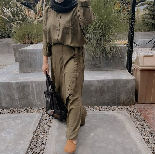 Odele is the most comfortable oversized set with skirt from @buymeby.me . Odele available in 4 moods, check them out on their Officiall Website and Shopee 🍃..#clozetteid #baeme #ootd #sbybeautyblogger #hijabbloggerindonesia #surabayainfluencer #surabayablogger #influencersurabaya  #bloggerid #훈녀 #훈남 #팔로우 #선팔 #맛팔 #좋아요 #셀카#셀피 #셀스타그램 #얼스타그램 #일상  #jakartabeautyblogger #bloggerjakarta