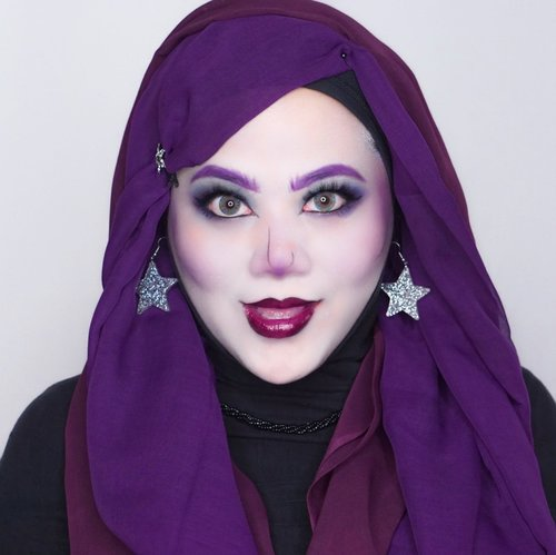 Me as Spectra Vindergeist in MONSTER HIGH 💜Lol ini pertama kalinya aku model2in hijab jd kaya rambut gt 😂 sejauh ini masih aman yah~ 😅 si Spectra ini rambutnya warna ungu di highlight gt.. akhirnya aku putuskan untuk  pke dua warna ungu dengan tona yg berbeda beda biar rada mirip 🤣 mentemen bisa liat karakter monster high lainnya juga di list berikut atau bisa kalian geser doto aku kekiri 😆.MONSTER HIGHDracula - @mgirl83Spectra Vondergeist - @vannysarizOperetta - @auzolaAbbey Bominable - @leonita_wennyCleo deNile - @anitaa_beeVenus flytrap - @magdalena_bheRobecca steam - @ochix_zakiyahElissabat - @vallerinechristaballeFrankie Stein - @aiyuki_aikawaC.A Cupid - @banieun08Howleen Wolf - @gadzoticaRiver Styxx - @hincelois_jjJinafire Long - @clarsabb ..#clozetteid  #sbybeautyblogger #hijabbloggerindonesia #surabayainfluencer #surabayablogger #influencersurabaya  #bloggerid #훈녀 #훈남 #팔로우 #선팔 #맛팔 #좋아요 #셀카#셀피 #셀스타그램 #얼스타그램 #일상  #jakartabeautyblogger #bloggerjakarta #MonsterHigh #spectravondergeist