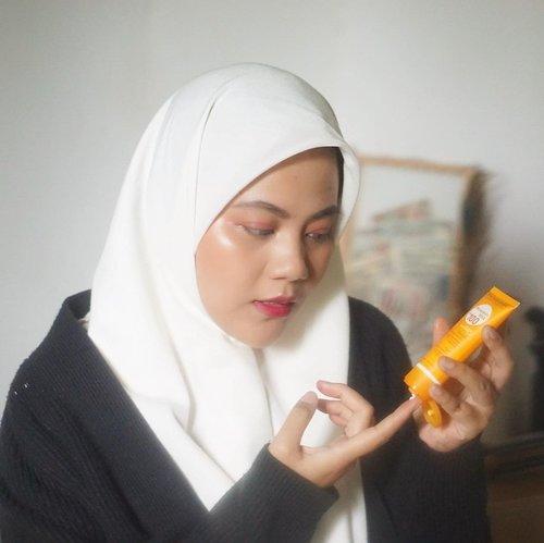 """Finally bisa nyobain juga @bioderma_indonesia Bioderma Photoderm MAX dengan SPF 100 PA++++ wooowww~ jujur ini pertama kali ya aku lihat cream tabis surya dengan spf diatas 50 🤩Photoderm Max Fluide SOF 100 ini doformulasikan khusus dengan zat patent """"CELLULAR bioprotection"""" yang mampu menbgaktifkan pertahanan alami kulit. Dengan tekstur yang ringan, tanpa meninggalkan lapisan minyak juga bercak putih 😃Untuk review lebih lengkapnya bisa mentemen baca di #vannysarizdotcom ..#clozetteid #clozetteidreview #MaskneFree #sbybeautyblogger #hijabbloggerindonesia #surabayainfluencer #surabayablogger #influencersurabaya  #bloggerid #훈녀 #훈남 #팔로우 #선팔 #맛팔 #좋아요 #셀카#셀피 #셀스타그램 #얼스타그램 #일상  #jakartabeautyblogger #bloggerjakarta"""