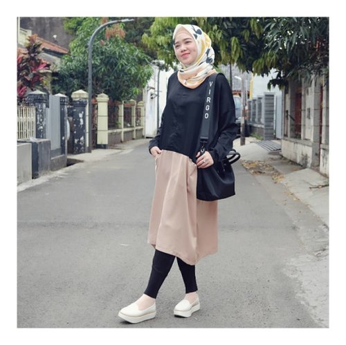 Easy Sunday ..Wearing Two Tone Top from @rabiyaratunisa White Shoes from @brshoes_Scarf @selembarscarf 💛💛💛#larasatiiputristyle #ootd #hijabstyle #hootdindo #clozetteid #clozetteambassador