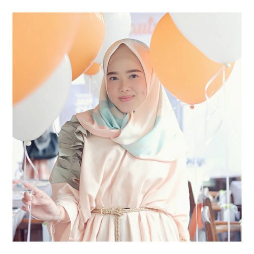 Peach..White..Orange.. ..Thank you for having me @calystaskincare selamat atas peluncuran produk Umrah dan Hajj seriesnya.. Semoga semakin sukses yaaa,dan selalu setia merawat kulit akuuu 😘 #BeautySharingWithCalysta #stylemeprettyeo ..Wearing Top from @jennaandkaia maaciii @lirakrisnalisa 😘😘😘 #larasatiiputristyle #ootd #hijabstyle #hijabdaily #clozetteid #clozetteambassador