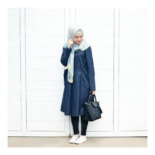 Navy Blue kinda day ..Wearing Top from @rashawl Nuhun Reen @renandriani 💙#larasatiiputristyle #ootd #hijabstyle #hijabdaily #clozetteid #clozetteambassador