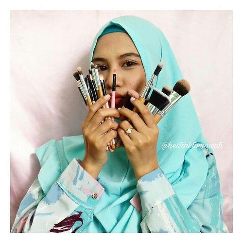 Brush segini banyak buat apa ??Aku udh bahas ini di Yutub ❤❤ #bvlogger #BVloggersJateng #BVJYouTubeCollaboration #clozette #clozetteid #homakeupstory #alatmakeupmurah #alatmakeup #makeuptools #makeuptoolsmurah #makeuptoolspemula #bamboobrush #brushmakeup