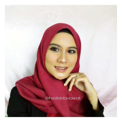 Mon maap sesuka itu sm meap ini.... Foundation yg dipake jg dibawah 100rb loh 😭 yuk tonton video lengkapnya di yutub aku ❤ Setelah ini akan ada gimana cara aku hapus makeup dengan mudah 🔙🔙🔙🔙 #clozette #clozetteid #naturalmakeup #hijabersbeautybvlogger #lakmemakeup #lakmeclassics #lakmegirl #motd #hijabstyle #makeuphijab #homakeupstory #makeupideas #makeupartist #makeupjunkie #makeupoftheday #inspirationmakeupwr #inspirasimakeup #tipscantik #setterspace #makeupworldwide #makeuplook #makeuplover