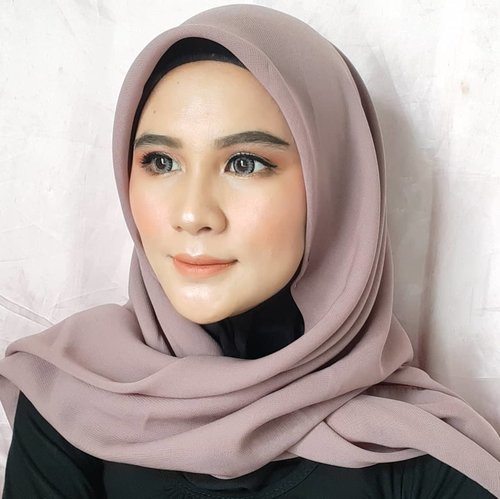 Aku merasa ini bukan diriku. Andaikan aslinya bisa secantik belbu wkwk *halu dikit 🤪Tutoryelnya udh ada juga ko, cek di feed ya 👌#homakeupstory #makeup #makeupbarbie #makeupflawless #makeupglowing #makeupideas #makeupjunkie #makeuplook #makeuplife #arabianmakeup #motd #makeupoftheday #makeupflawless #clozetteid #inspirasicantikmu