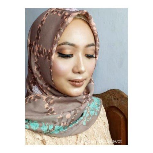 Mau dibilang arabian tapi ga sempoa aka sempurna, mau dibilang nude makeup tp blush on seyegeeerr 😅 give name  this picture 😻Talent : @veramusviroh#makeuptime #makeuplook #makeupbold #makeupbollywood #makeupbyme #homakeupstory #makeuponfleek #makeupjunkie #makeupideas #makeupenthusiast #makeupandwakeup #hijabers #makeuphijab #hijaboftheday #hijabfashion #beautyrangerid #hijabersbeautybvlogger #beautychannelid #bunnyneedsmakeup #beautytalkindo #clozette #clozetteid