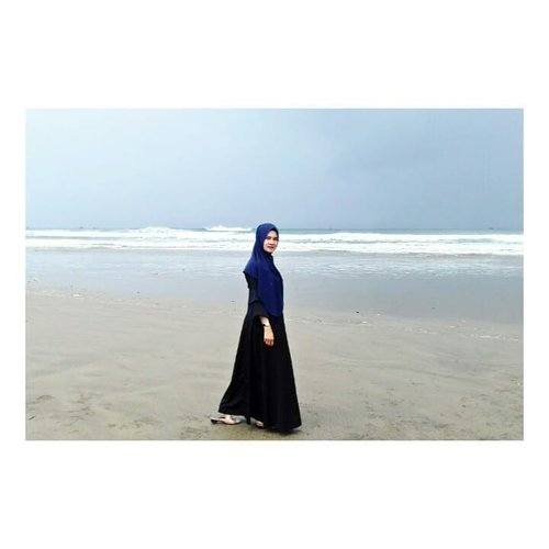 Untuk pertama kalinya setelah 1 bulan purnama ga ke pantai, sabari was2 fotona oge.... #clozette #clozetteid #hestistyle #ootdhijabindo #ootdhijab #ootdfashion #ootd #hootd #shortholiday #shortweekend #hijabfashion #hijabers #hijaboftheday #hijabstyle