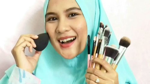 Ini nih cuplikan video kolaborasi aku bareng @bvloggersjateng dan temen2 beauty lainnya langsung ke yutub aku yaa https://youtu.be/0yqpoJBi88Q atau klik link bio ❤Jadi kalian ga perlu bingung lagi sebagai pemula harus punya brush apa aja sih?? Minim budget tp pgn punya alat makeup ?? Ga perlu khawatir, bisa lgsg cuuss aja beb 😊#BVloggersJateng #BVJYouTubeCollaboration #clozette #clozetteid #homakeupstory #makeuptools #alatmakeup #reviewmakeuptools #alatmakeupmurah #makeuptoolsmurah