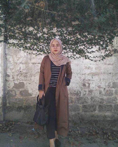 "Kalau kata quote di pinterest mah ""No matter how you feel. Get up. Dress up. Show up. And never give up"" . . Long coat: @poeva_id On Serious Duty PV-0117005 . Cari longcoat nyaman? Bisa cari di www.tuneeca.com 👌 . #Tuneeca #Poeva #PoevaDay #poevabytuneeca #tuneecaotd #clozetteid #tribepost #beautiesquad #bandungbeautyblogger #indonesianfashion #ootdhijab #fashionbloggerindonesia"