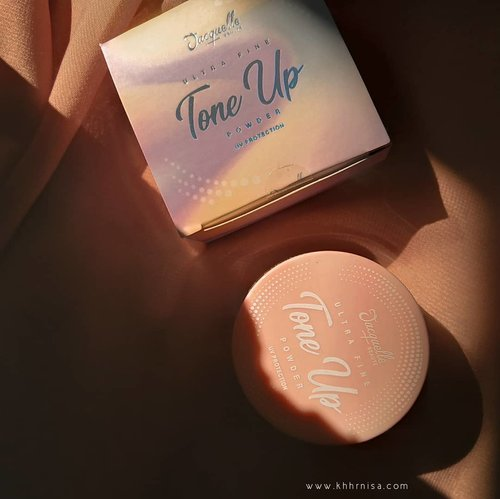 REVIEW @jacquelle_officialTone up powder shade delight udah up nihh di www.khhrnisa.com~ yuk linknya udah di bio yuuuk❤️ #Clozetteid #makeupuccinoxjacquelle #bandungbeautyblogger