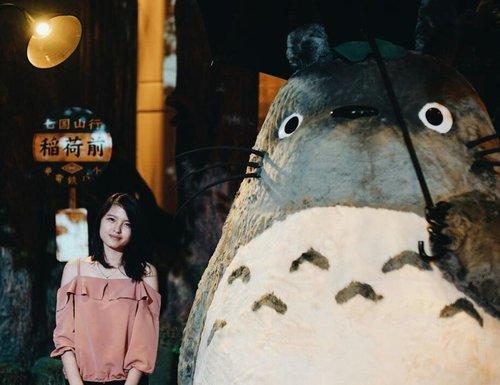 "Sept 14, 2017 🎂 First day on my ""legal-age"" Thanks God I found my Huge Totoro ! . 📷 : @pauluskevin  #theworldofghiblijakarta #totoro #myneighbortotoro #clozette #clozetteid #vsco #vscocam #bolehbawapulangga?"