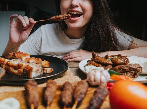 Aug 6, 2020 Jangan lupa makan malem ya . Seneng banget nyobain makanan non halal enak dari @dapuramahnyonyo 😂 Reviewnya ada di blogku ya #sprinkleofraindotcom, kapan lagi ya kan review makanan. Sate b2nya enak ! . #food #foodporn #foodphotography #clozetteID #clozette #beautiesquad #setterspace #beautybloggerindonesia #beautybloggerid #bloggerceriaid #bloggerceria  #bloggermafia #beautynesiamemberblogger #charisceleb #beautygoersid #bloggerperempuan #cchannel #cchannelfellas #sociollabloggernetwork #vsco #vscocam #pork