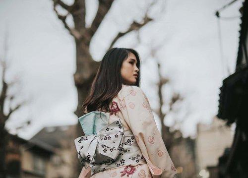 Feb 25, 2020 Strolling around Kyoto 1st time wearing a Kimono ! 💕 . #clozette #clozetteID #beautiesquad #setterspace #beautybloggerindonesia #beautybloggerid #bloggerceriaid #bloggerceria  #bloggermafia #beautynesiamemberblogger #charisceleb #beautygoersid #bloggerperempuan #sociollabloggernetwork #vsco #vscocam #kimono #kyoto