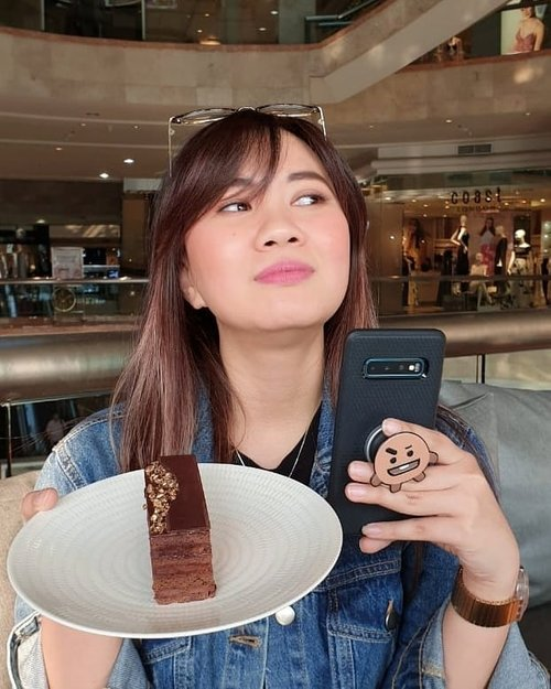 . Wanna be always happy? Always carry some chocolate with you :) . #timetravel #throwback #workwithhappy #playwithhappy #neverstopplaying #dearbeautylove #clozetteid #zilingoid #foodies #foodporn #foodphotography #foodgasm #loveyourself #speakyourself #neverafraid #changedestiny #daretobedifferent #borntolead #ajourneytowonderland #like4like #december #2019