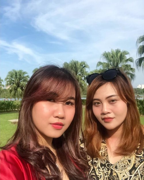 쩔어 ! 🌞Wilujeung enjing sareng teh @chaliesti.#timetravel #wheninmalaysia #travelmate #youdeservetobehappy #holiday #shortescape #workwithhappy #playwithhappy #neverstopplaying #dearbeautylove #clozetteid #zilingoid #lookbookindonesia #ootd #popbelaootd #changedestiny #daretobedifferent #borntolead #ajourneytowonderland #like4like #february #2019