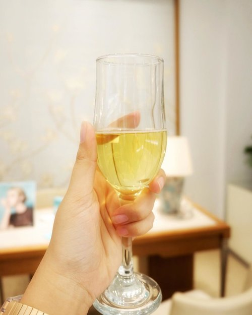 Cheers 🥂.#atiffanyholiday #tiffanyandco #tiffanyhardwear #whitechristmas #christmas #happyholidays #bakerzinjkt #bogagroup #playwithhappy #workwithhappy #wenevergooutofstyle #dearbeautylove #clozetteid #changedestiny #ajourneytowonderland #like4like #december #2017