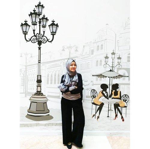 Long weekend lagi.  Artinya, bonding time lagi bersama anak-anak/ keluarga.  And this my Friday out fit. Gimme a smile, please :) have a fabolous long weekend . . . . #starclozetter #clozetteID #Monochrome #ootdindonesia #ootdindo #smartmom #workingmom #momlife #LifestyleBlogger #bloggerdailylook #bloggerlife #bloggergram #indonesianhijabblogger #hijabmom #hijabcasual
