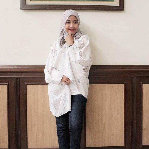 Yeay... Hidden Flowers Kiter by @paloma_id. Love this outer. #ootd #hotd #bloggerslife #clozetteid #hijabers #hijabmom #IndonesianFemaleBlogger #Lifestyleblogger #momlife