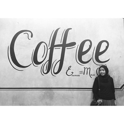 It's coffee time. ☕️.#bloggerlife #instaplace #upnormal #emakblogger #clozetteid #clozettedaily #starclozette #momsdaily #indonesianmomblogger #indonesianlifestyleblogger #digitalmom #msahiddaily #randomlifemoms #bw #bwphotoshoot #bwphoto #bwlife #bw_photooftheday #instabw #bwgram #bwpicoftheday #bwlover #bw_indonesia #ootdindonesia #hotd #blackisbeautiful #classicpic